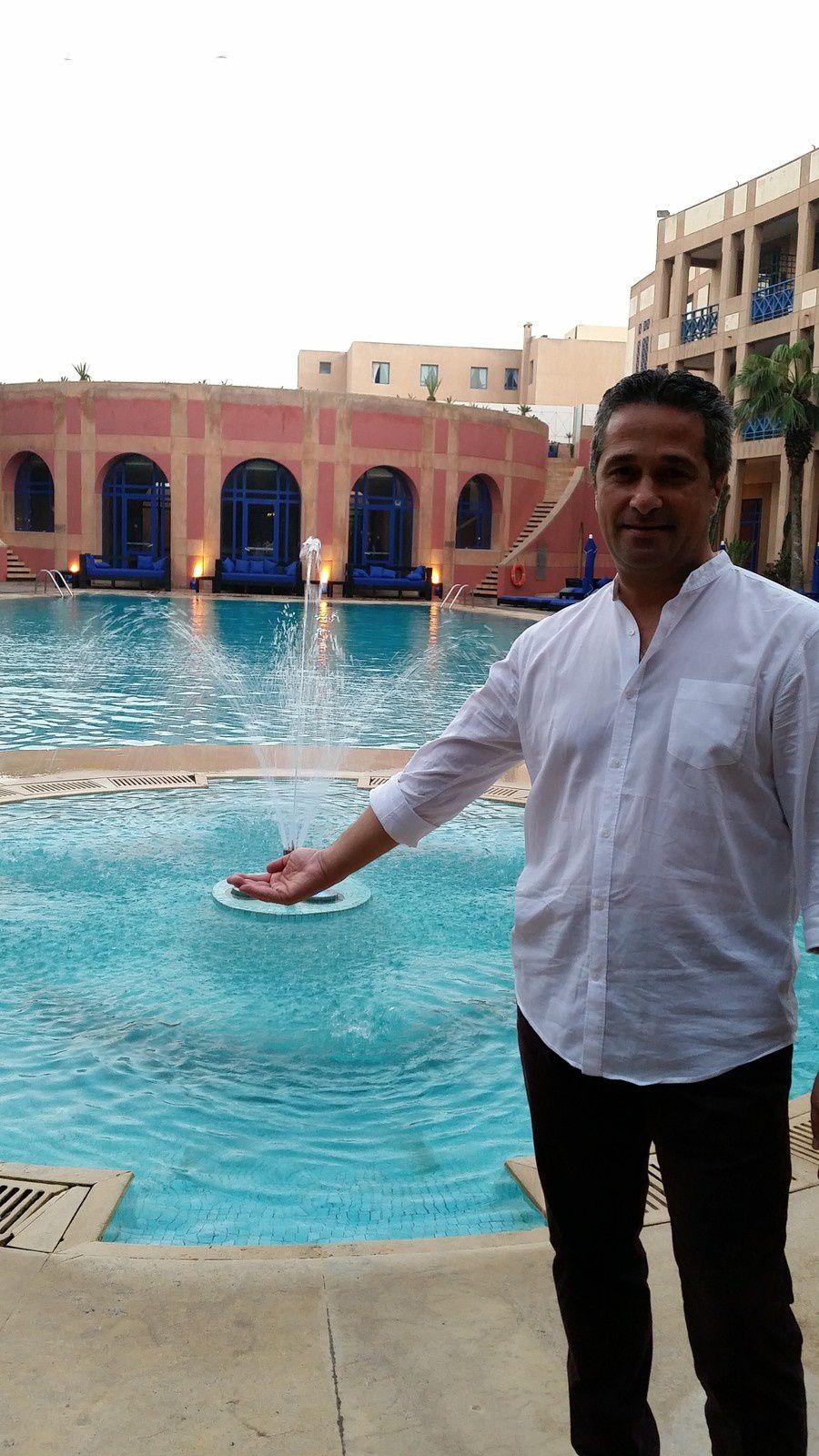 Un hôtel unique aux airs de Riad marocain, �entre Médina et océan �Caressé par le souffle des alizés, le Médina Essaouira Hotel Thalassa sea & spa ressemble à un sublime riad marocain avec sa façade pourpre. À l'intérieur, la décoration, entre raffinement oriental et influences contemporaines, accueille les visiteurs durant leurs vacances à thèmes. Cet hôtel unique est marqué par un art de vivre à la marocaine hospitalier et chaleureux.�� Hébergement, restauration, répétitions, zumba ou stretching, détente au bord de la piscine, sur la plage, convivialité autour d'un verre... c'est dans un seul et même lieu, dédié à la musique, au calme, à la bonne humeur, au sport, que ''Musiques au Pic Blanc'' s'exporte pour la 1ère fois au soleil du Maroc.