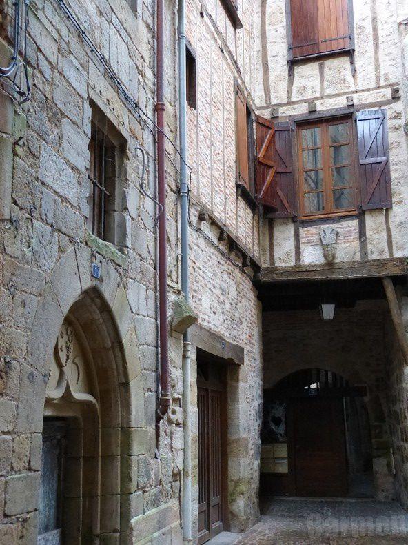 Ville natale de Jean-François Champollion, sa maison familiale est devenue un musée consacré à la mémoire de l'égyptologue et à l'histoire des écritures du Monde.