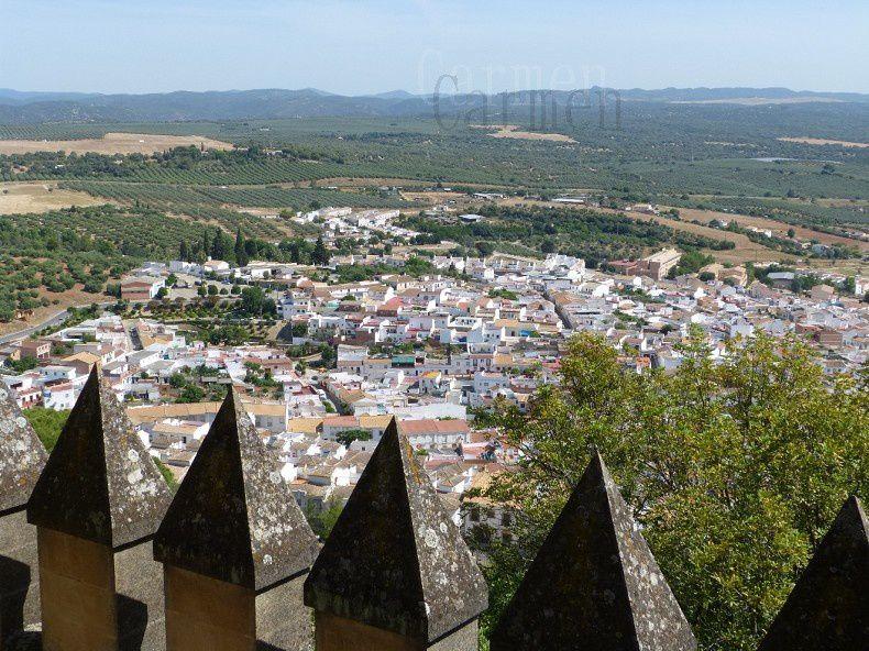 Château fort de Pierre « le cruel » qui domine le bourg d'Almodovar del Rio et la vallée du Guadalquivir, ses oubliettes et sa salle d'armes..