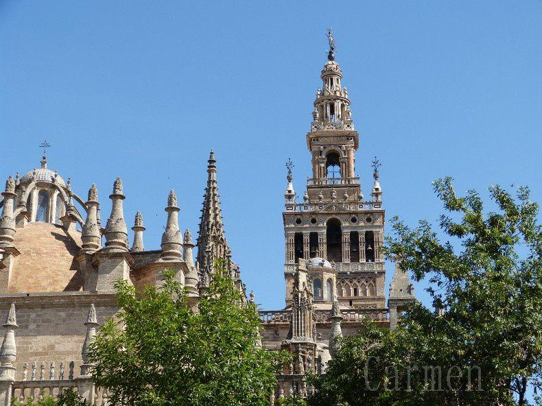 Giralda est le nom donné au clocher de la Cathédrale de Santa Maria de Séville. Les deux tiers inférieurs de la tour correspondent au minaret de l'ancienne grande mosquée de Séville qui se tenait à cet emplacement à l'époque almohade, alors que le tiers supérieur est un ajout réalisé à l'époque chrétienne pour accueillir les cloches. Au sommet se trouve une boule sur laquelle se trouve le « Giraldillo », une statue en bronze, la plus grande de l'époque renaissance en Europe, et qui fait office de girouette (d'où le nom de Giralda : girar en espagnol signifie tourner). Avec ses 97,5 mètres (101 mètres si inclus le Giraldillo), la Giralda fut la tour la plus haute d'Espagne durant des siècles, de même qu'un des édifices les plus célèbres d'Andalousie. En décembre 1928, elle fut déclarée Patrimoine National et en 1987, intégrée à la liste du Patrimoine de l'Humanité de l'Unesco.