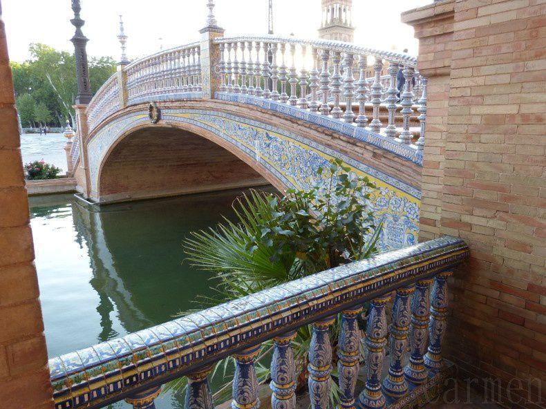 On admire également quatre ponts majestueux enjambant des canaux représentant quatre anciennes reines.