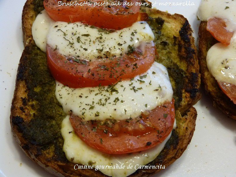 Gratin de Bruschetta au pesto ail des ours tomates et mozzarella