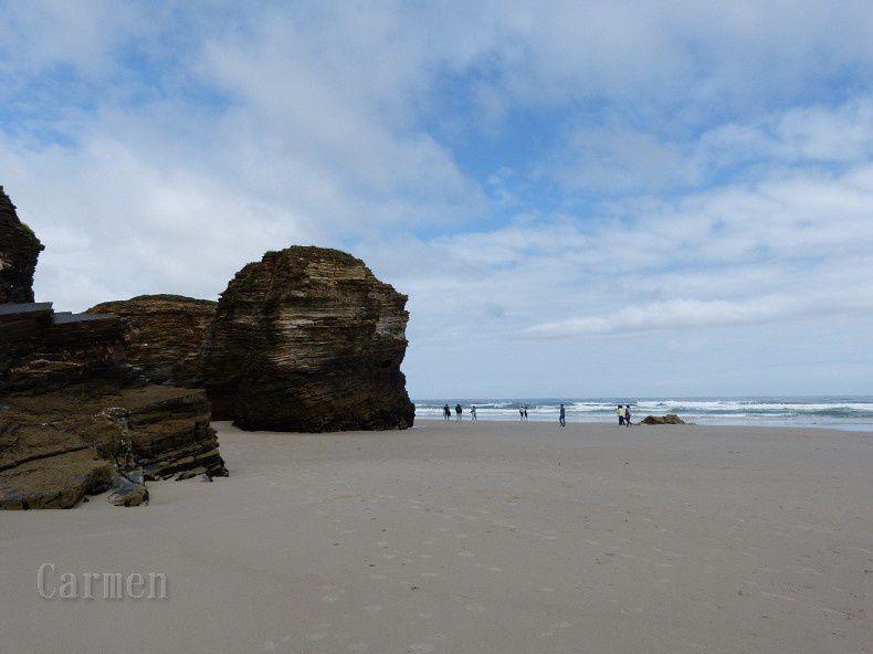 La plage des Cathédrales (As Catedrais, en Galicien) se situe sur la commune de Ribadeo, dans la province de Lugo en Galice. Déclarée Monument naturel par le Conseil de l'Environnement de l'Assemblée de Galice, cette plage doit son nom à l'apparence de ses falaises, bien que son véritable nom soit celui de Augasantas (les Eaux sacrées).