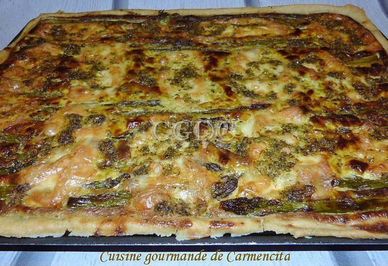 Pizza aux asperges vertes, pesto ail des ours et mozzarella