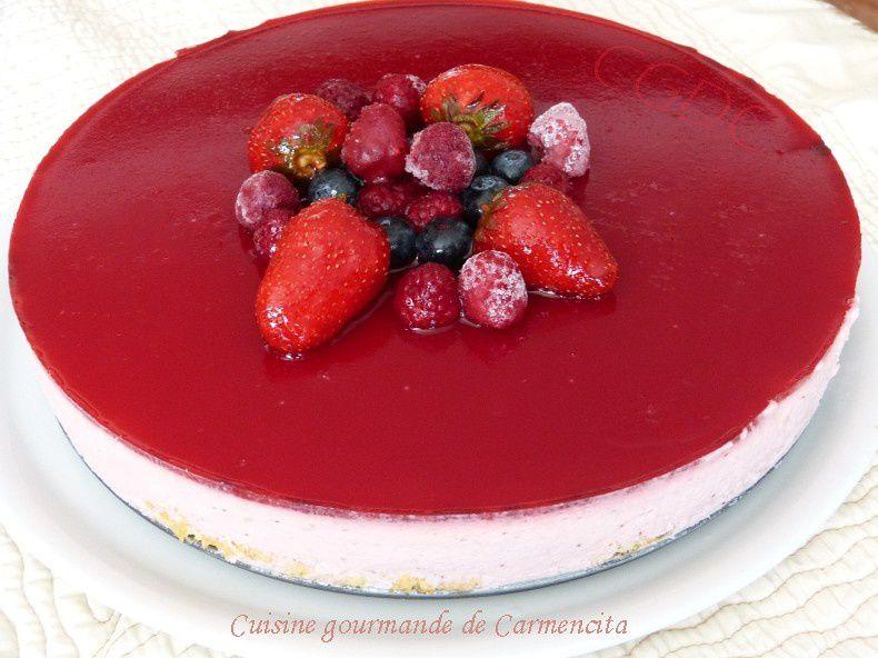 Bavarois aux fraises sur génoise et son miroir aux framboises