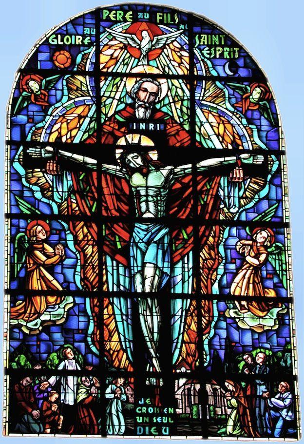 Dans l'image de Dieu Trinité, ne pas oublié le crucifié.