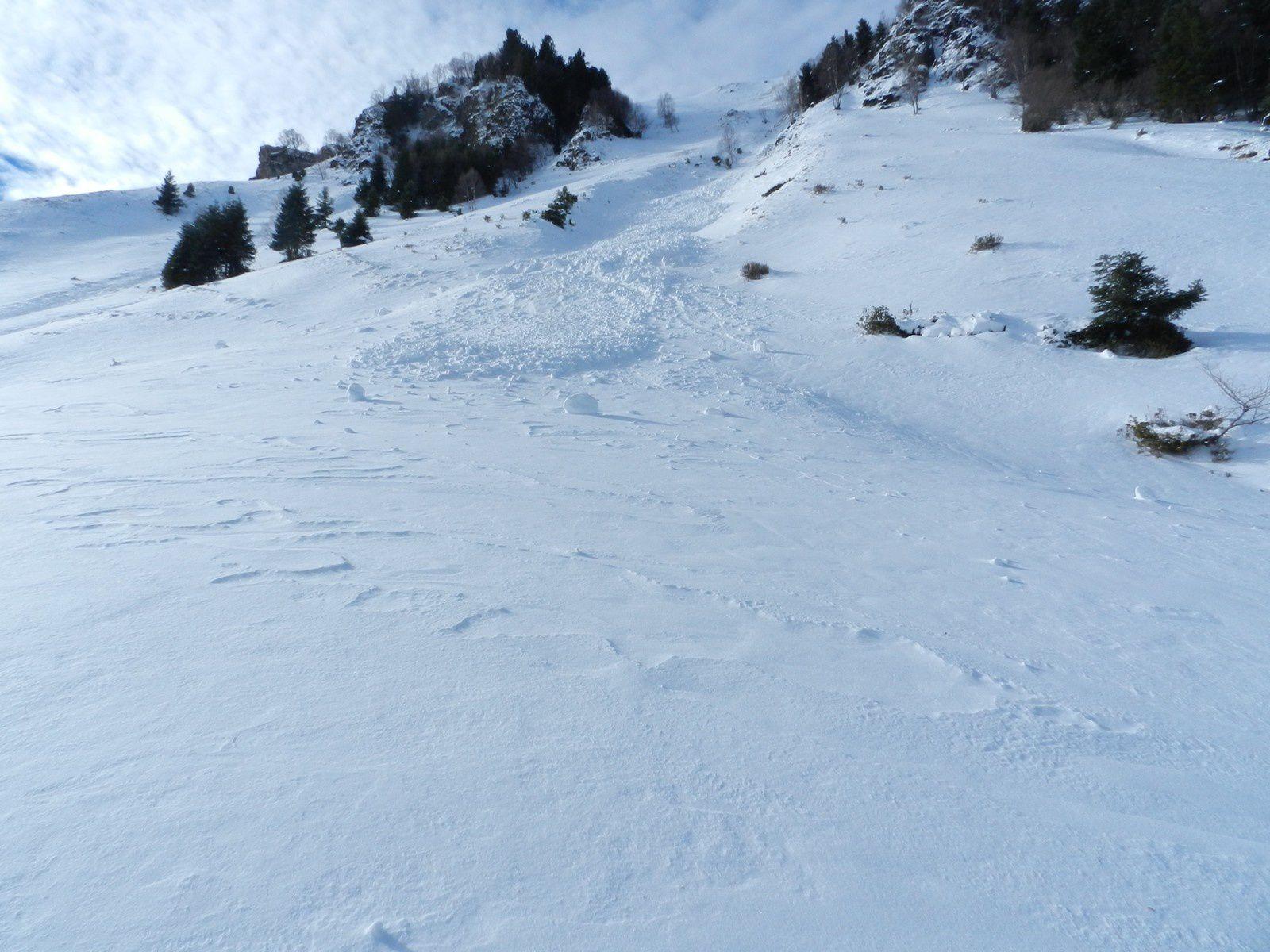 une peitie coulée de neige