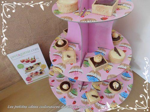 Mini tartelettes rondes et carrées fourrées à la mousse de citron ou mousse au chocolat
