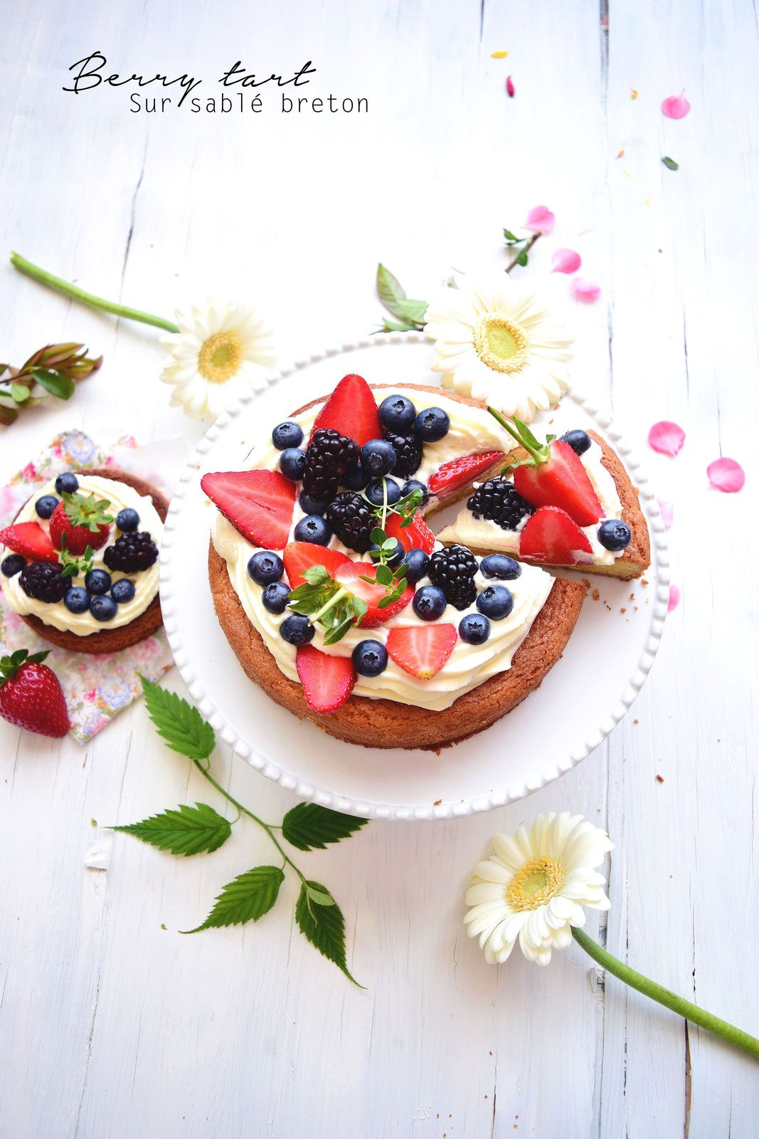 Tarte aux fruits rouges, chocolat blanc & sablé breton