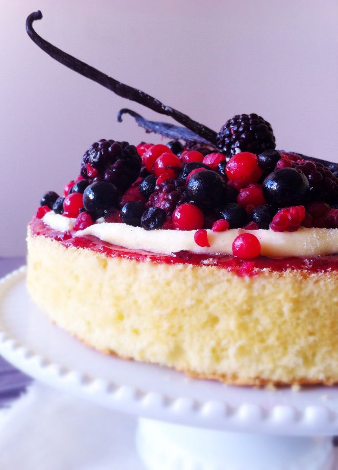 Red fruits cake