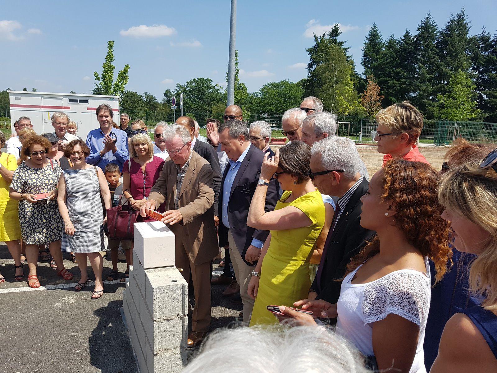Pose de la 1ère pierre de la Maison des parents &quot&#x3B;MOME&quot&#x3B; à Orléans