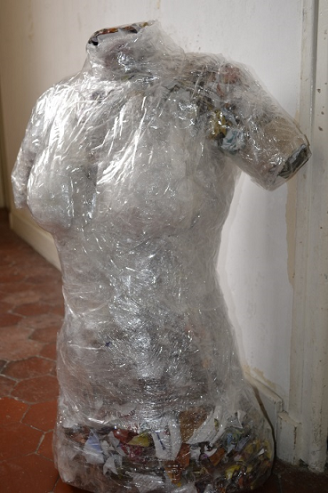 buste de couture DIY en cellophane et ruban adhésif