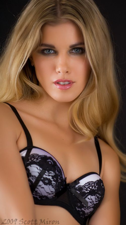 Lisa Marie Cole - Femme - Blonde - Sexy - Picture - Free