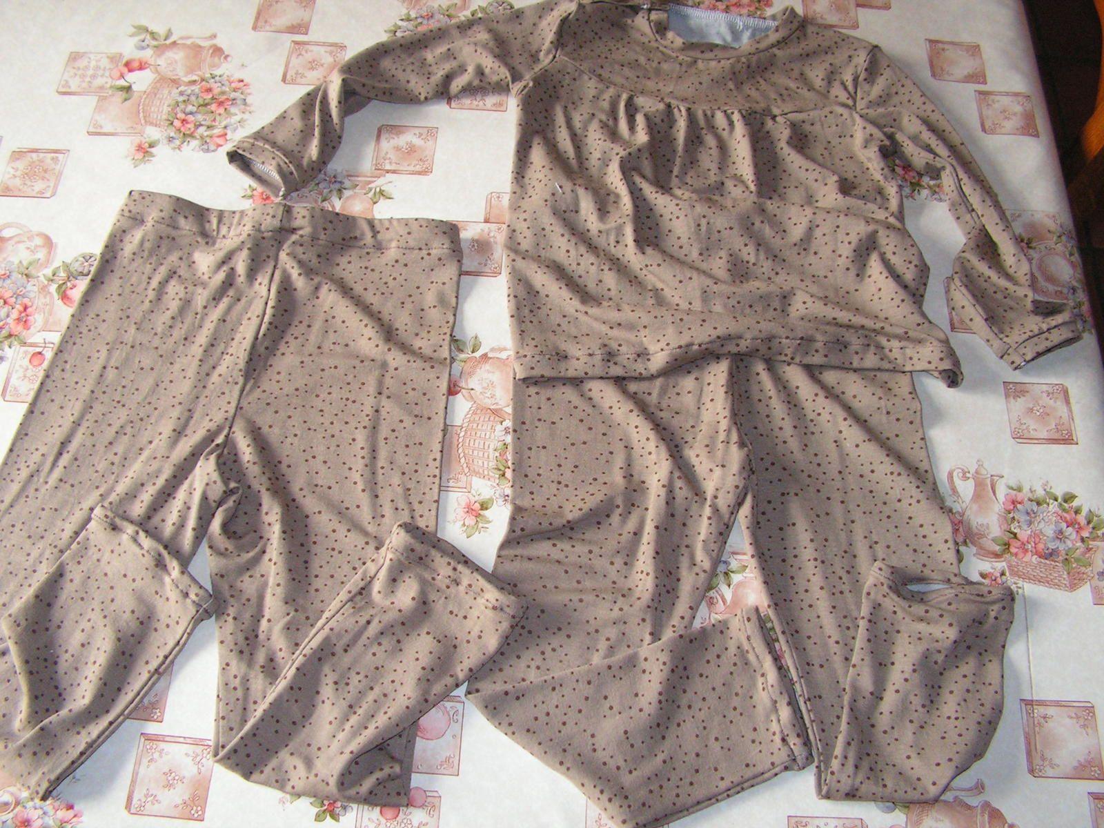 2 leggins et 1 tee-shirt taille 3 ans
