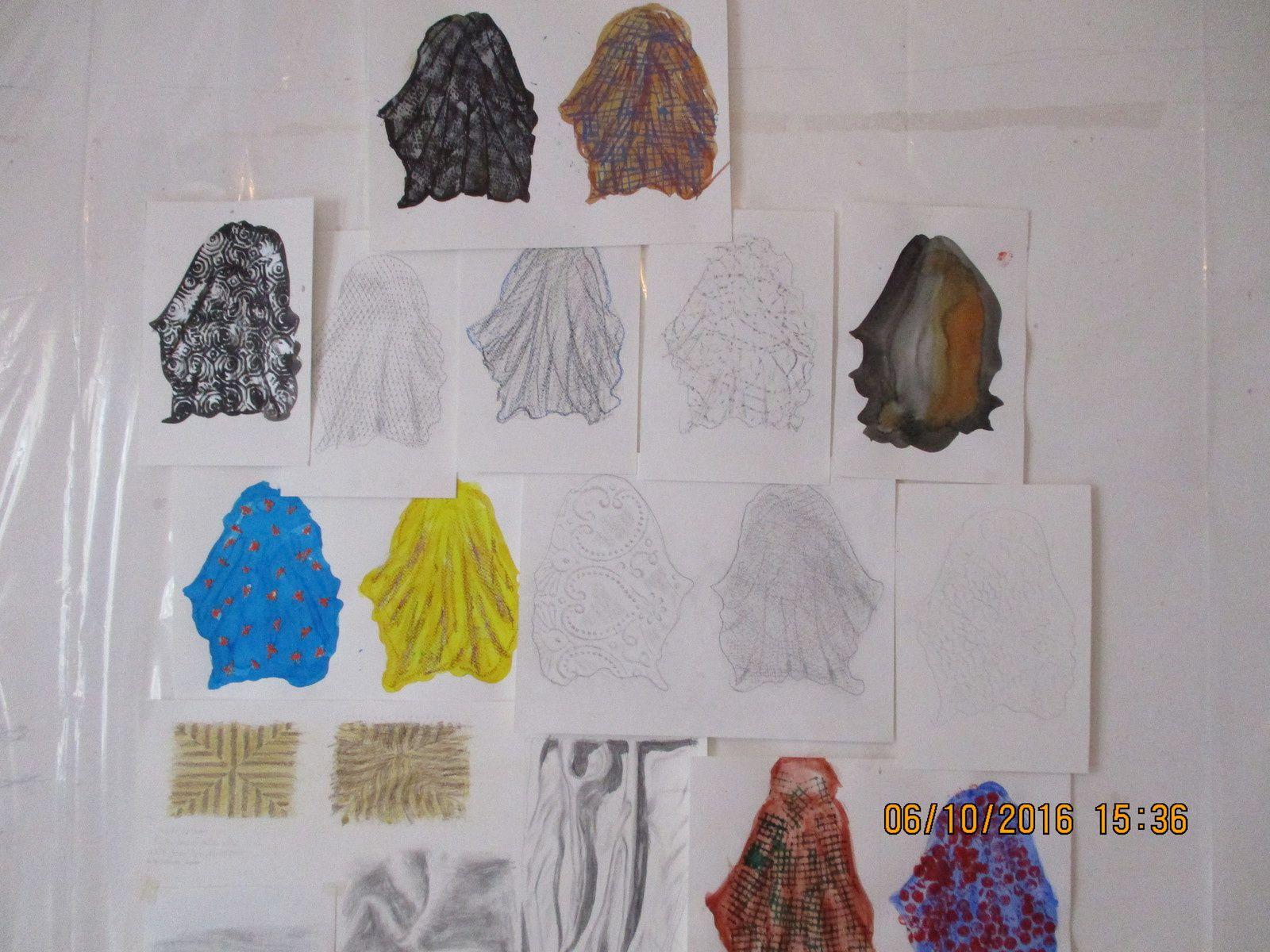 technique mixte : craie, encre, acrylique, tissus, papier, brosse, mousse