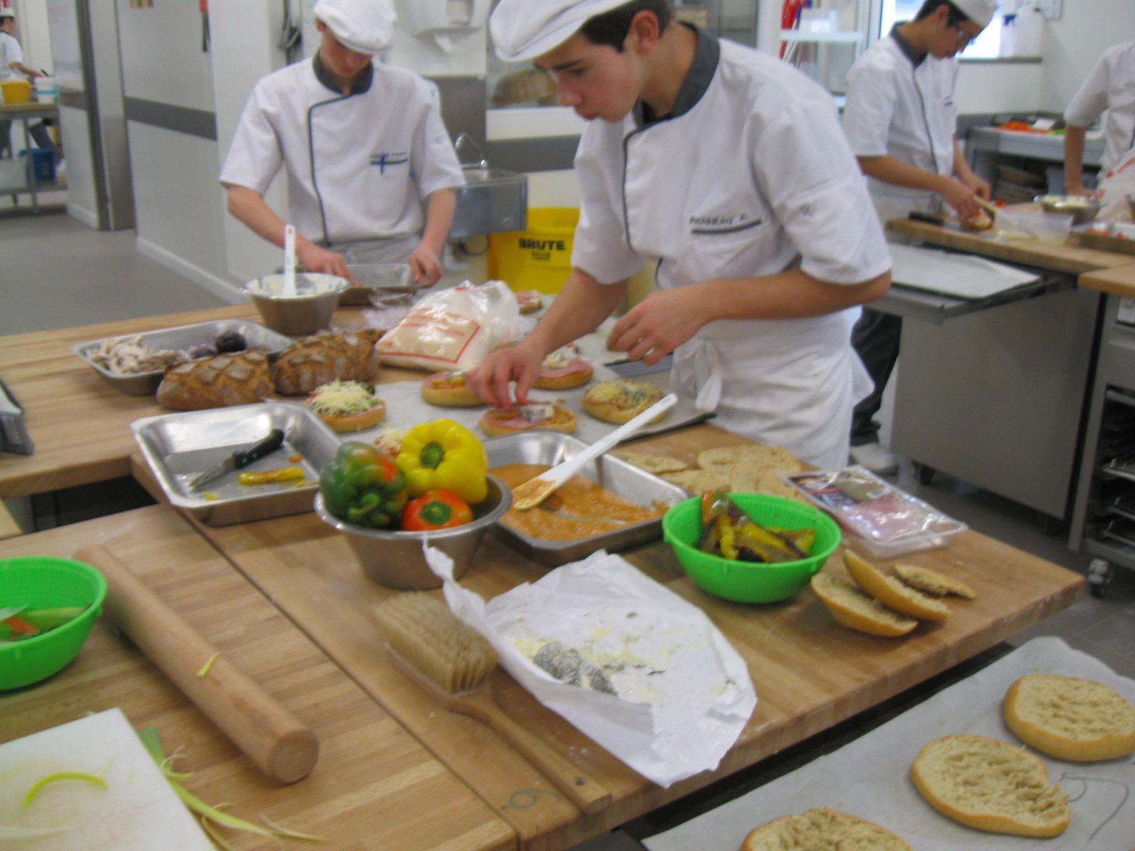 Le montage de la tartine, effectué en fin de matinée et début d'après-midi.