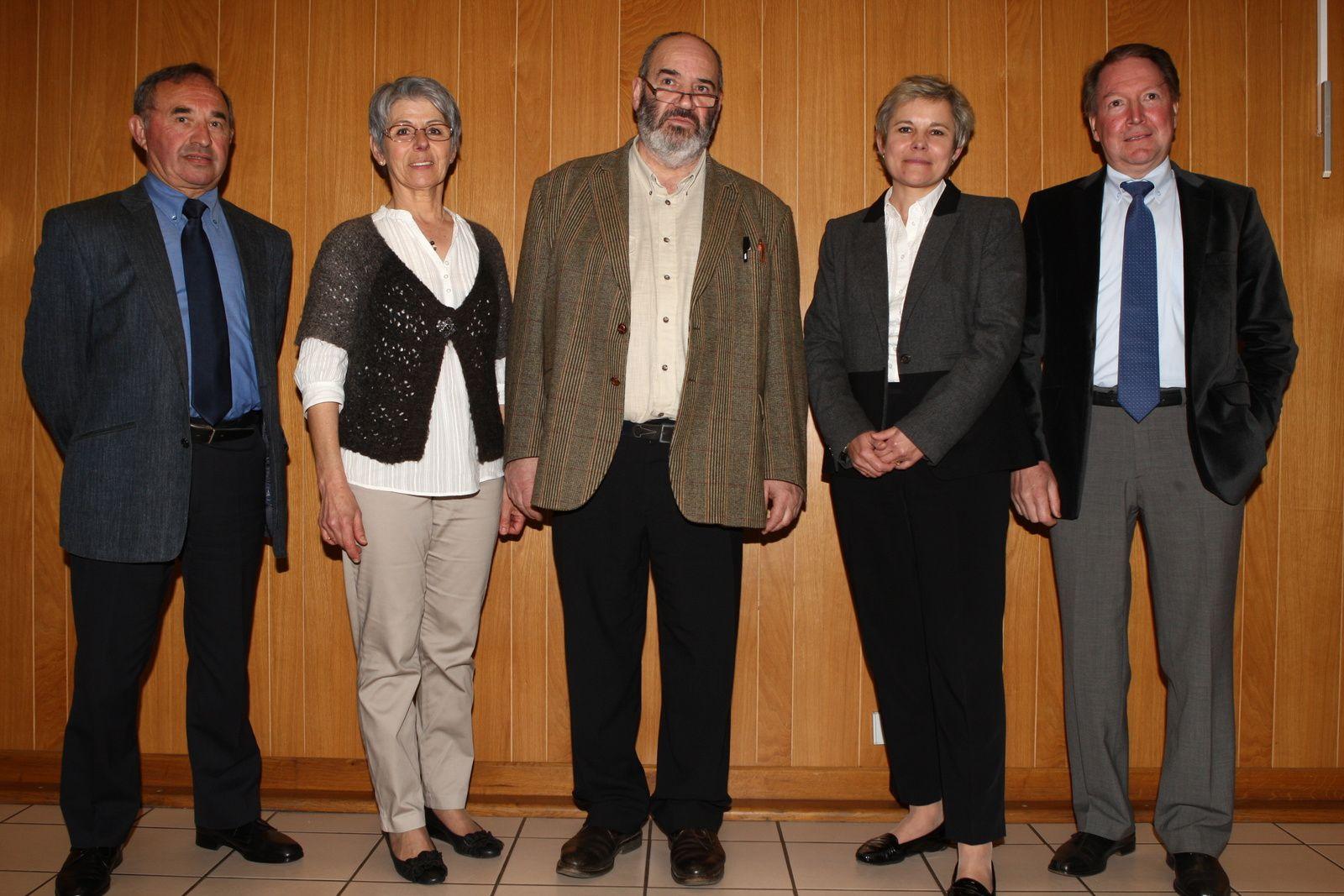 De gauche à droite : Joël Champion, Joëlle Derais, Jean Paul Boudet, Marie France Grohando, Gérard Legret