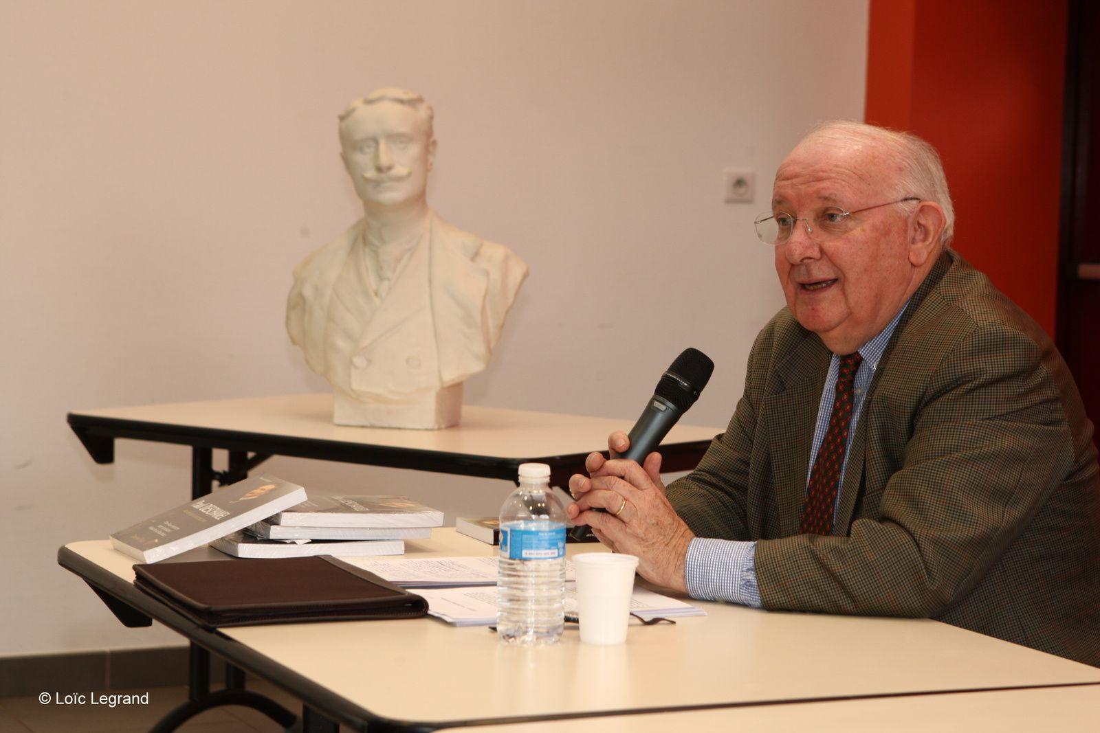 Patrick Hoguet et le buste de Paul Deschanel