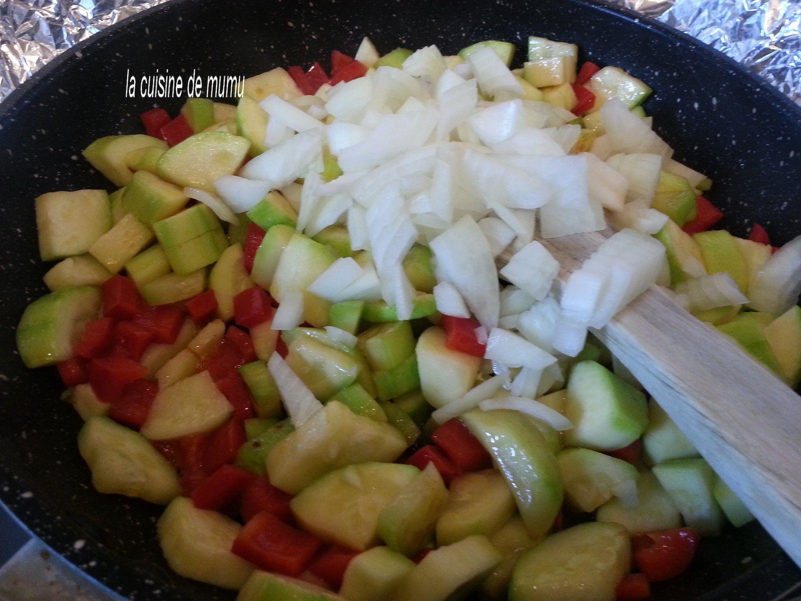 courgettes, poivrons après 10 mn à feu doux , ajout de l'oignon