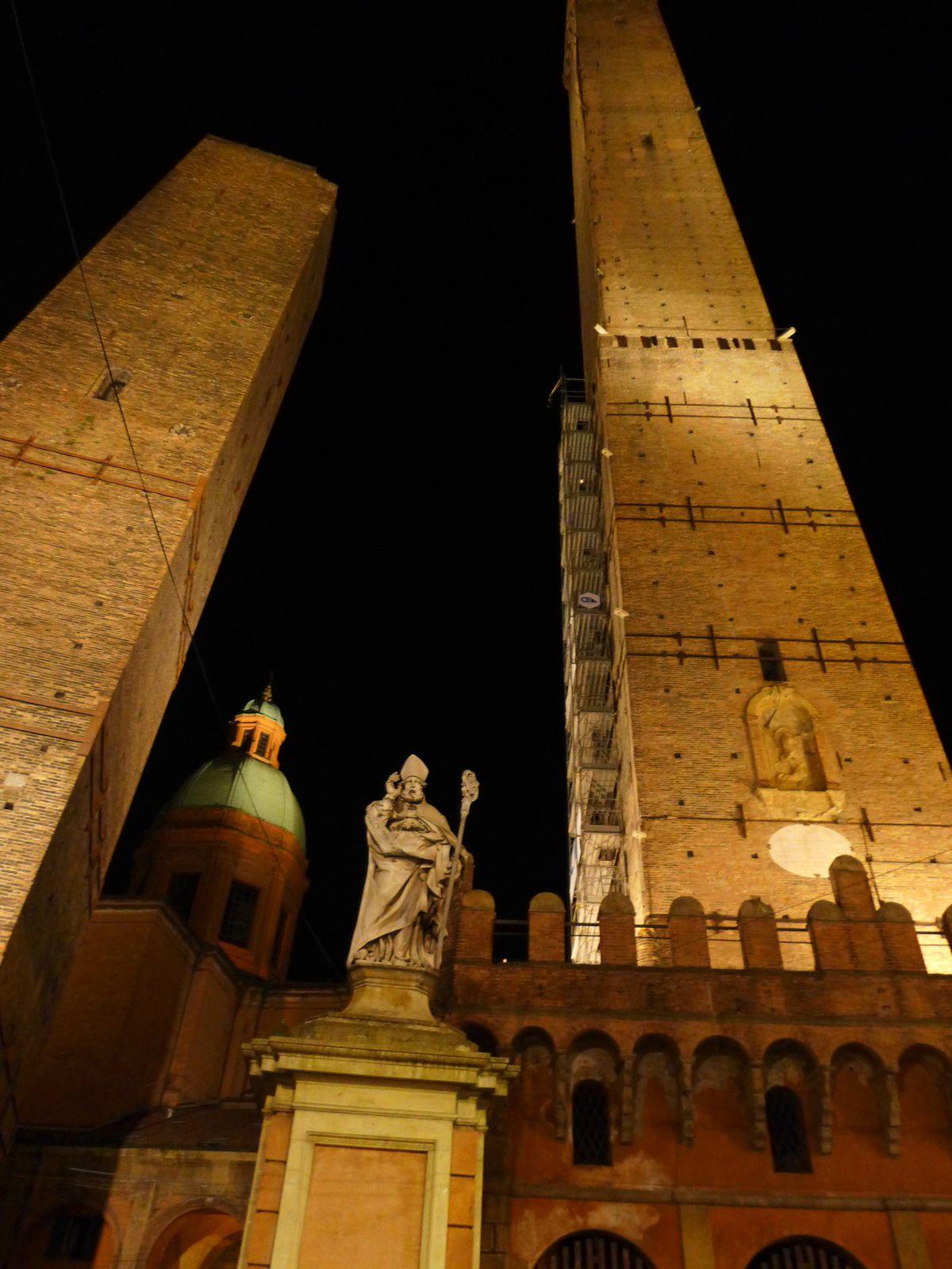 Bologne a plus d'une tour sur son tarmac