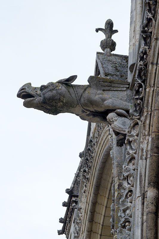 Dans les rues de Laon, la cathédrale