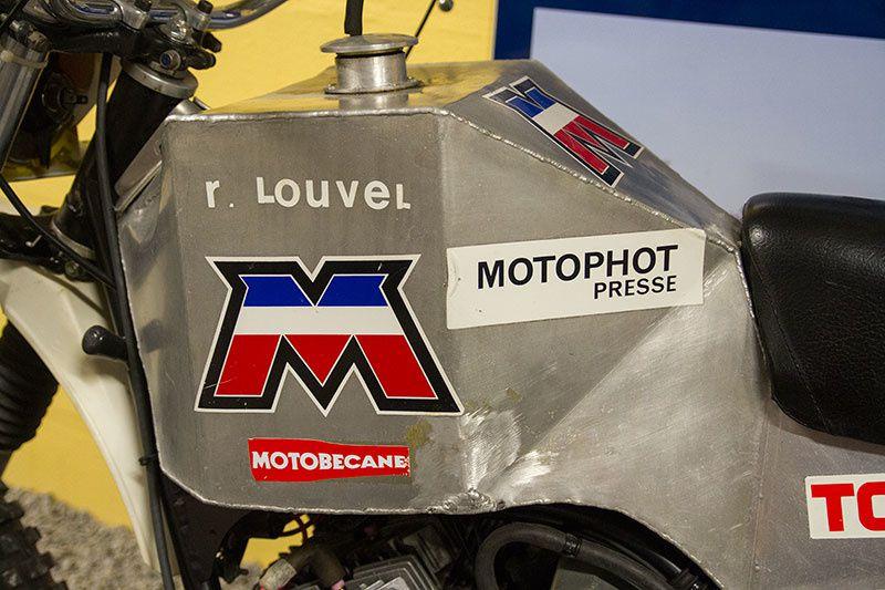 On dirait bien la moto du photographe de presse.