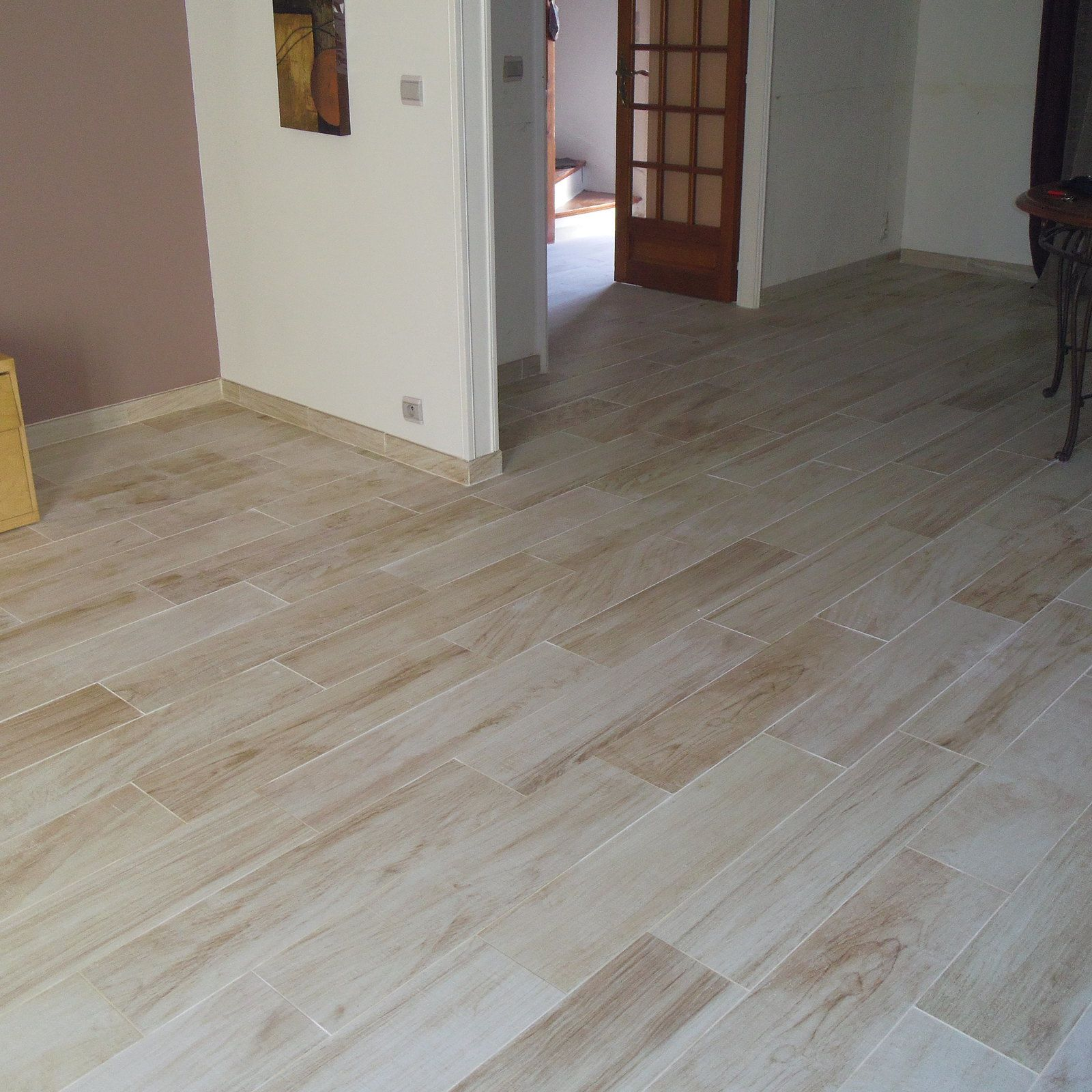 Pose d 39 un carrelage imitation parquet r novation en b timent for Pose carrelage imitation parquet