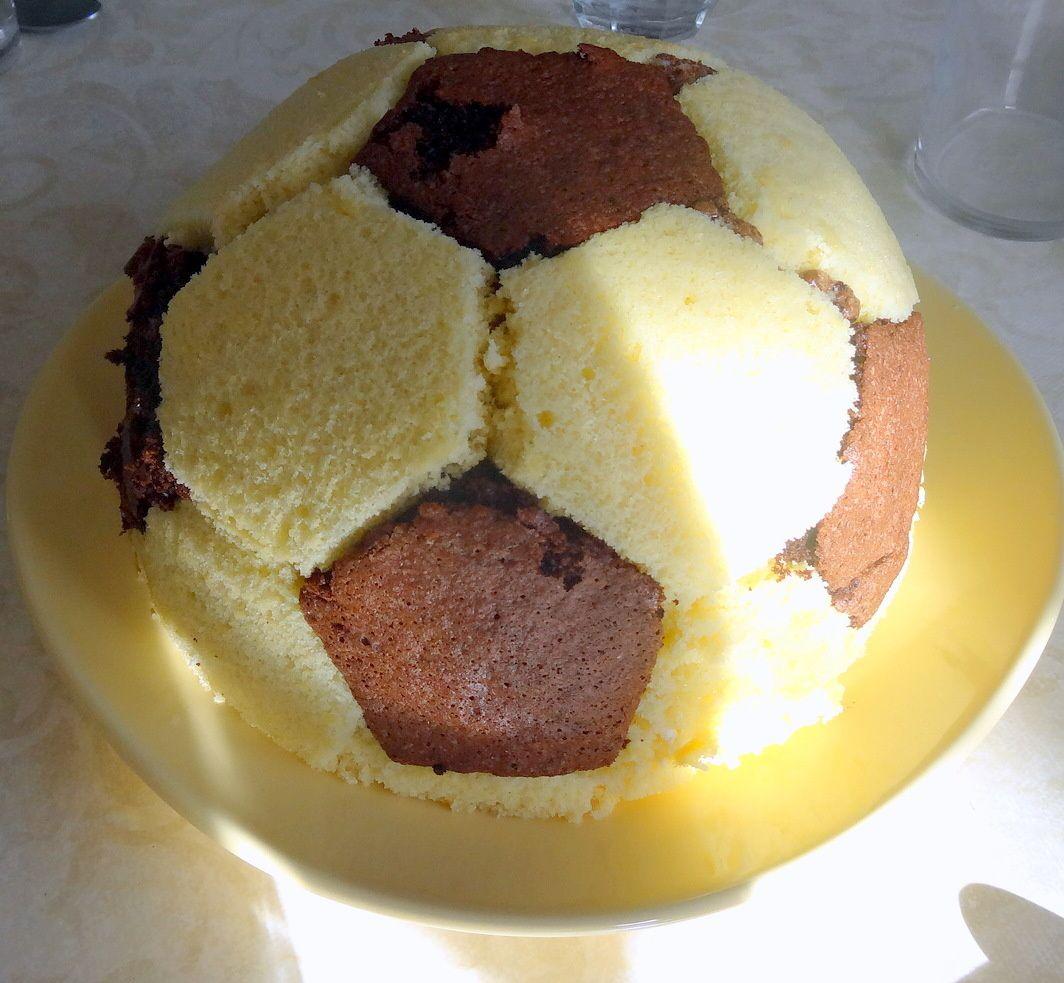 Gateau d'anniversaire &quot&#x3B;football&quot&#x3B;
