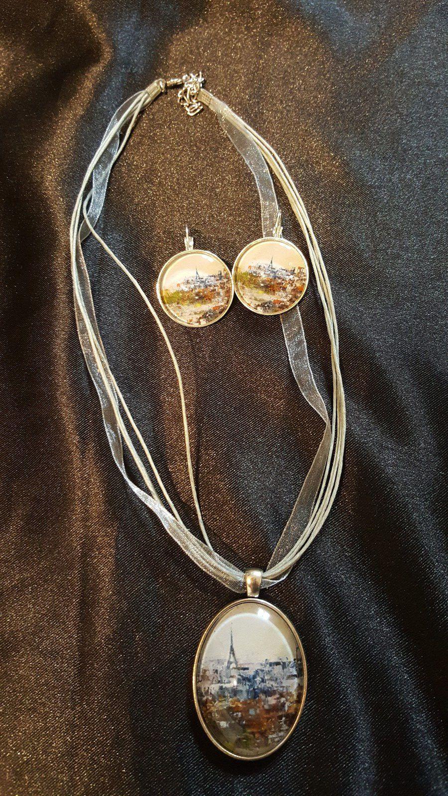Collier 25 euros, boucles d'oreille 18 euros