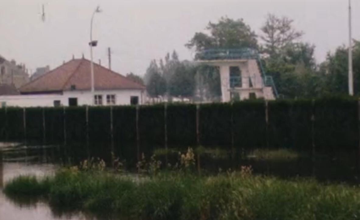 Un grand plongeon dans l'ancienne piscine (et la construction de l'actuelle)