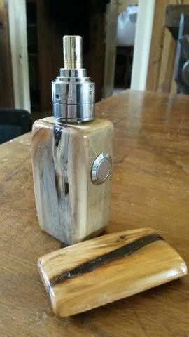 """Un Vierzonnais invente le kit """"fais toi même ta cigarette électronique... en bois """" !"""