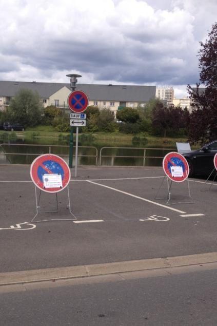 Réquisition de places handicapées pour garer les voitures des officiels de la foire-expo, on aura tout vu !