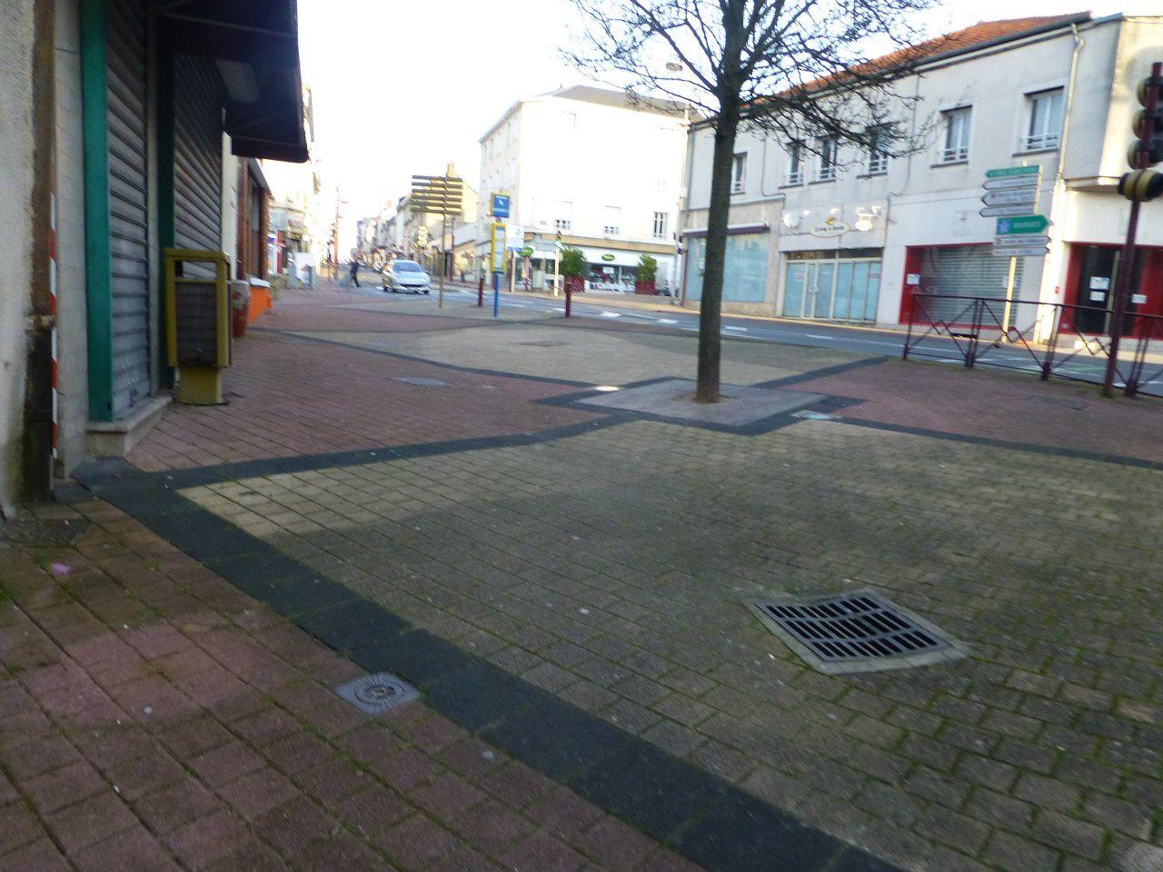 Place Foch : toujours aussi déserte pour un samedi de marché !