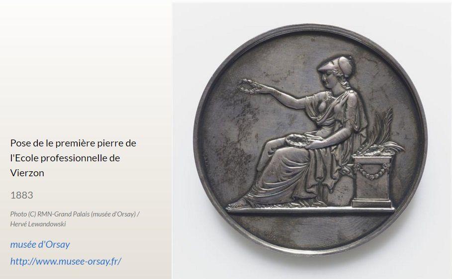 Une pièce de bronze pour la première pierre du lycée Brisson au musée d'Orsay