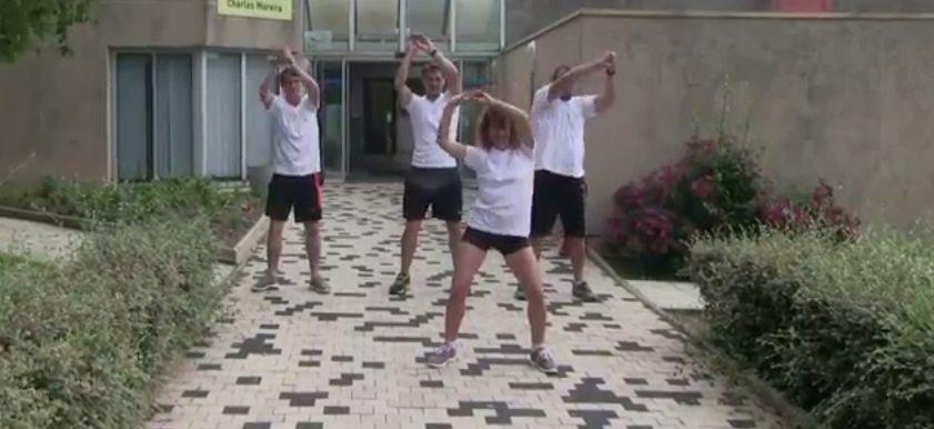 Les éducateurs du service des sports ont préparé pour vous un flash mob. A apprendre par cœur avant d'aller à la piscine Charles Moreira !!