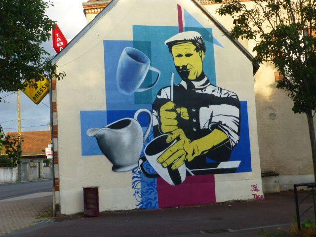 Une fresque place Julien Rousseau à Vierzon-Villages