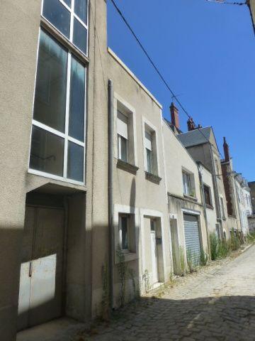 Cette dernière photo montre le bâtiment à l'angle de la rue Rollinat qui débouche sur Armand-Brunet.