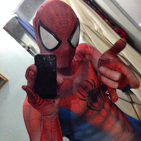 Pour améliorer l'image médiatique de Vierzon, Spiderman viendra à Vierzon faire des selfies avec des Vierzonnais square Lucien Beaufrère, au bowling, devant des magasins de vêtements. Sont interdits les selfies rue Joffre, les selfies devant des commerces fermés.
