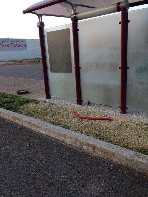 Une lectrice de Vierzonitude et usager des bus demande qu'àl'arrêtSologne attend, il y ait une lumière et une poubelle. Merci !