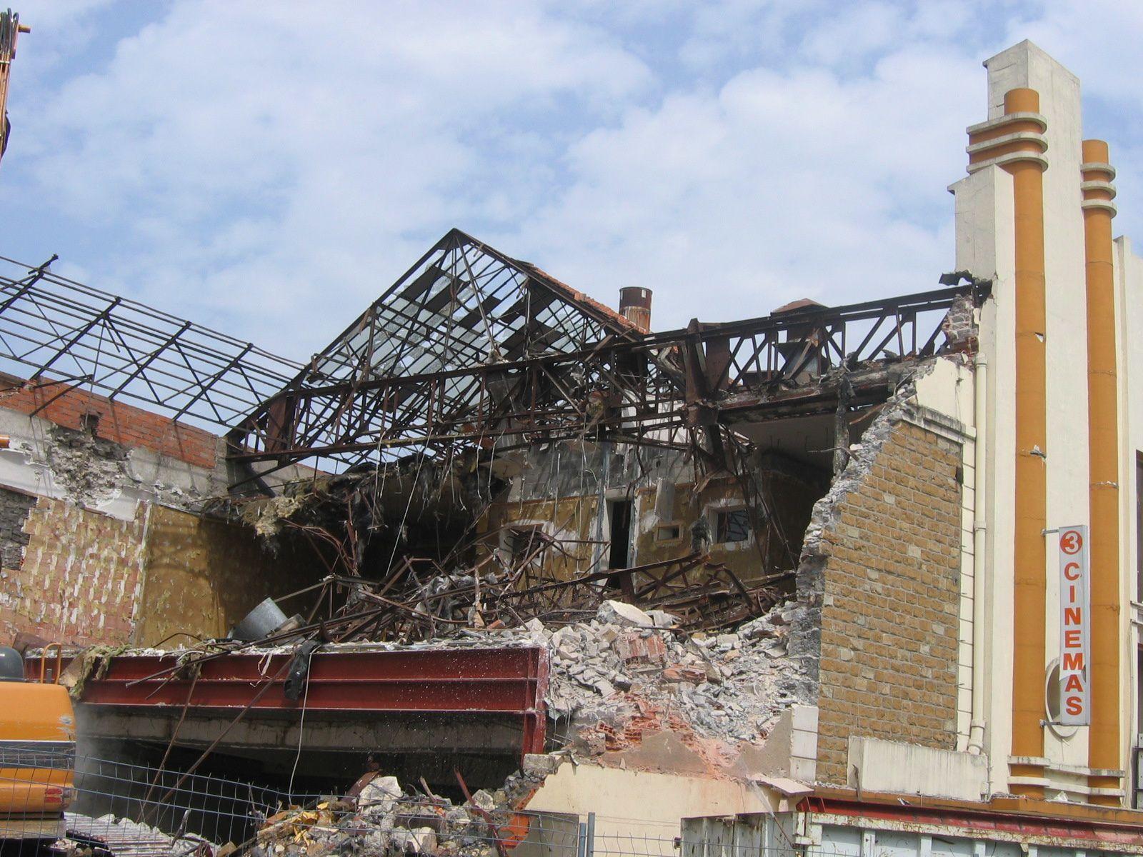 Vierzon hier : la démolition du cinéma France