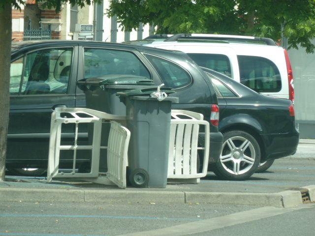 Le dimanche, à Vierzon, les poubelles font de la chaise-longue !