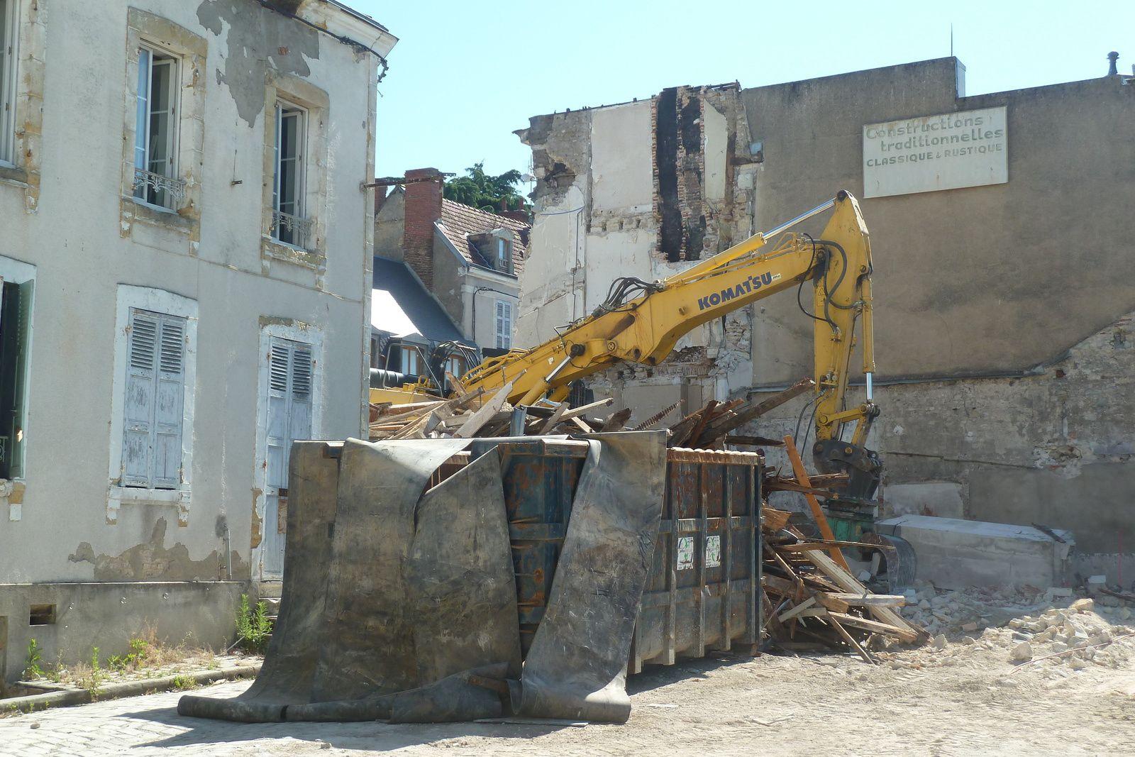 A Vierzon, le chantier du siècle fait tomber un quartier entier