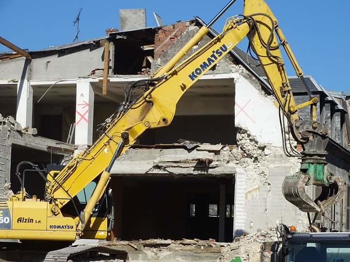 Certains reprochent à Vierzonitude de trop en faire à propos de la démolition de l'ancien immeuble des Nouvelles Galeries et bien tant pis (photos Michel Renzetti)