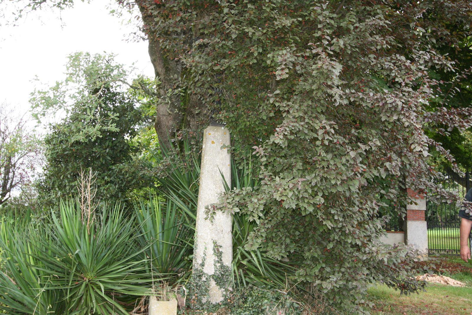 La croix de chez Dessans avant rénovation.