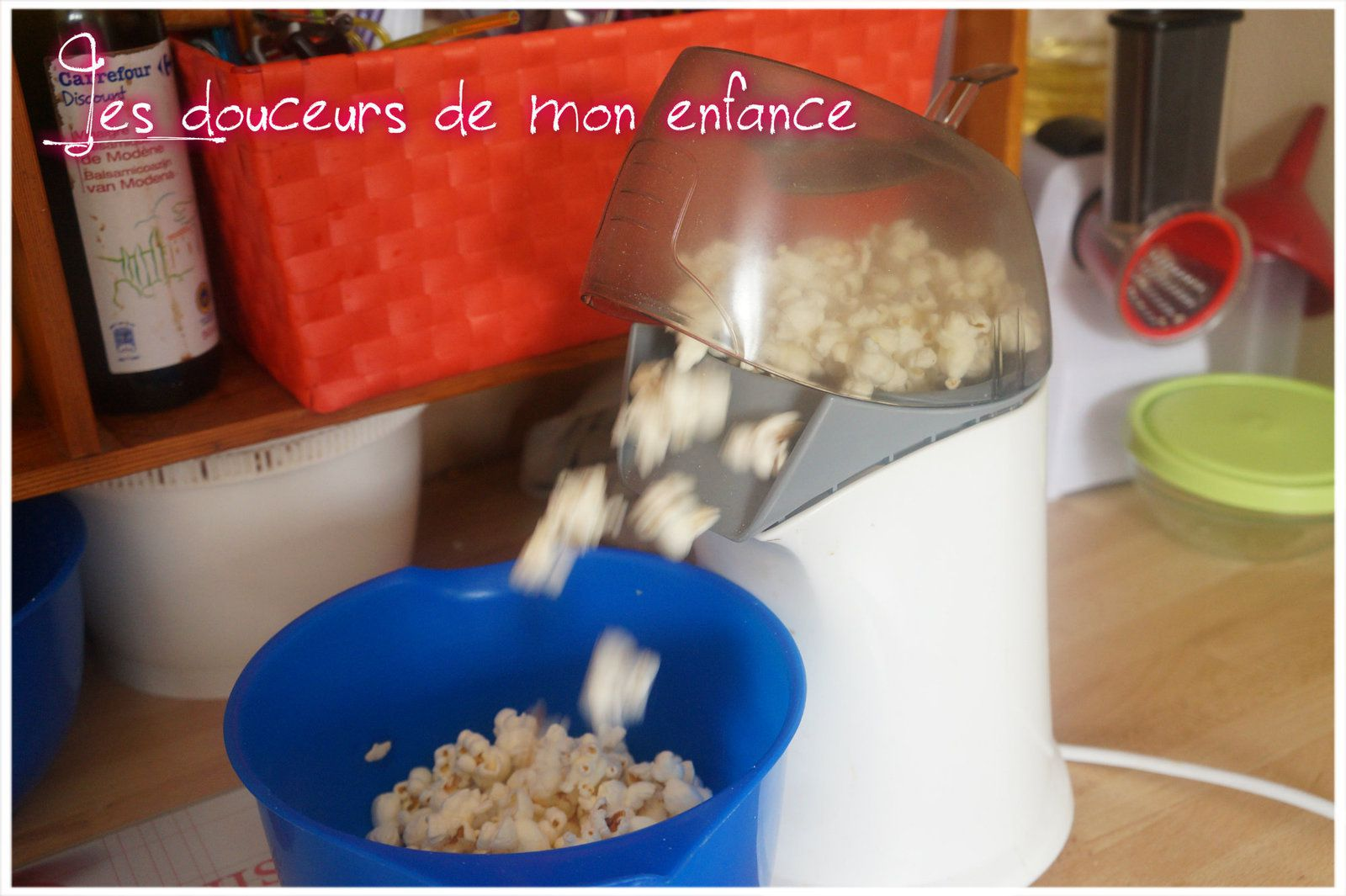 Mettre le mais à pop corn dans la machine
