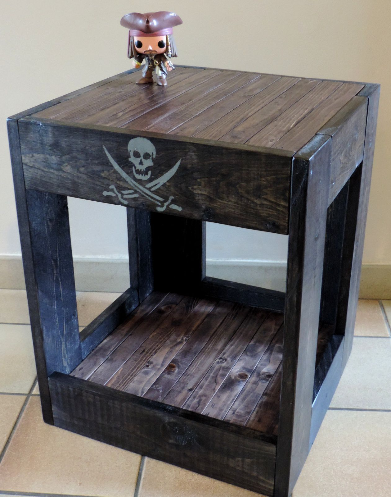 table de nuit bout de canap du pirate les ateliers du pom. Black Bedroom Furniture Sets. Home Design Ideas