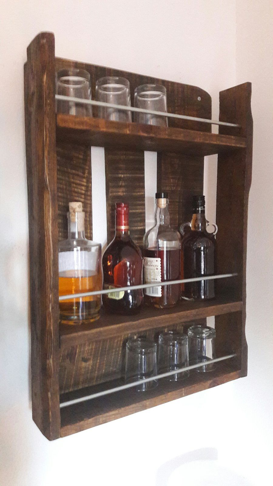 etag re de type bottle rack en bois de palettes et acier version rhum whisky les ateliers. Black Bedroom Furniture Sets. Home Design Ideas