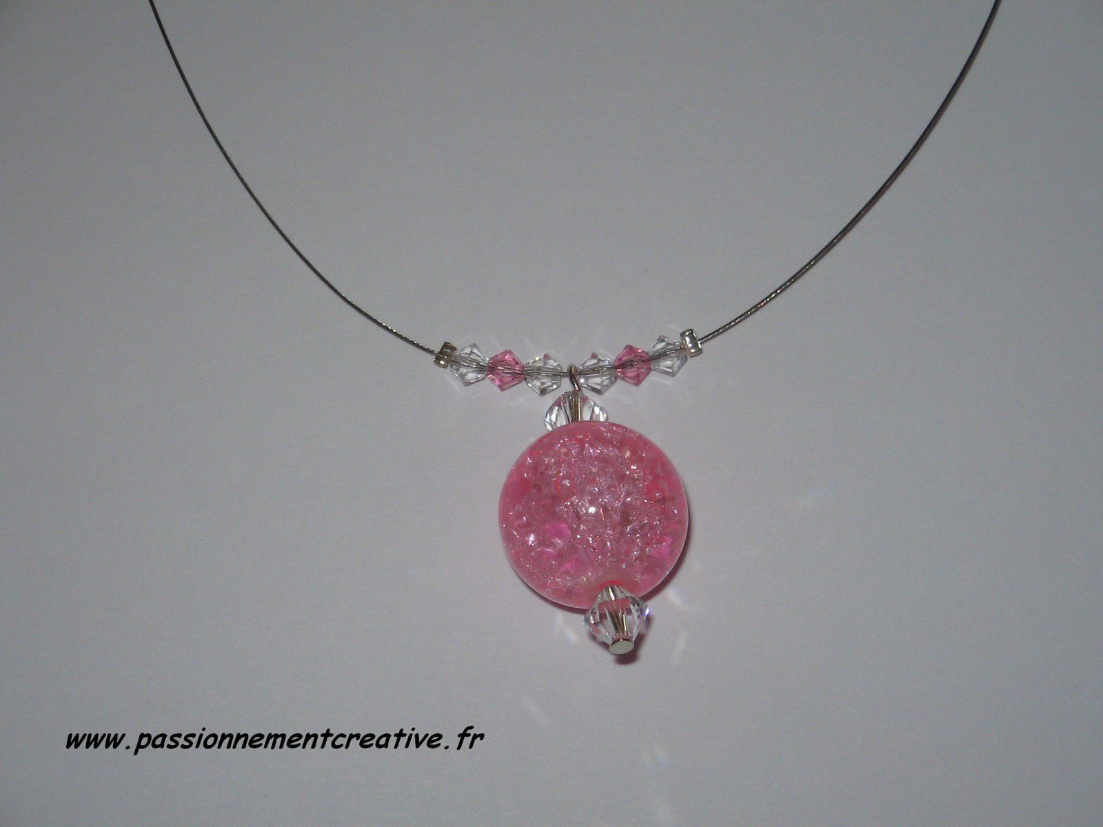 Collier Pendant boule rose