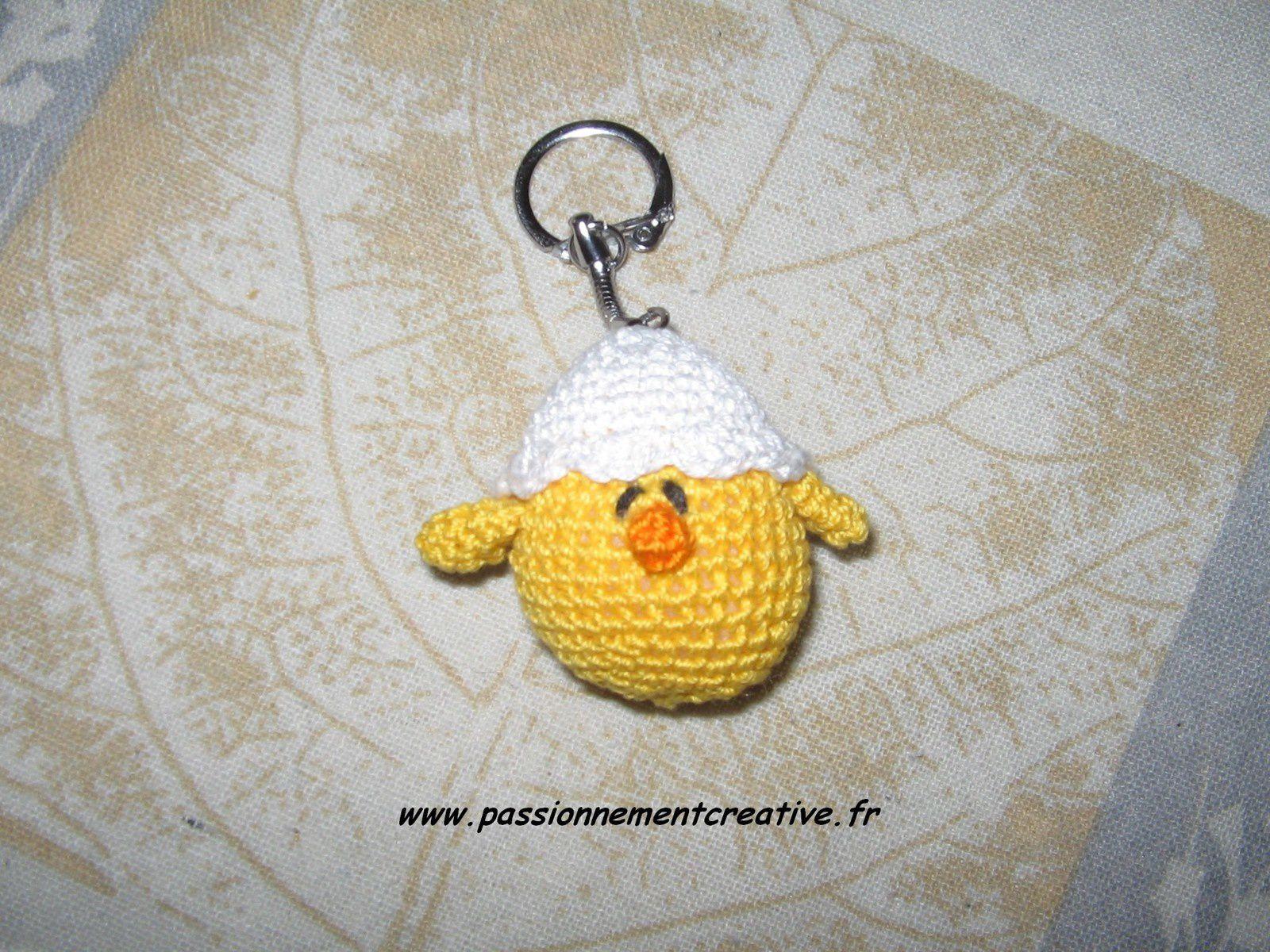 Poussin et sa coquille en porte-clés