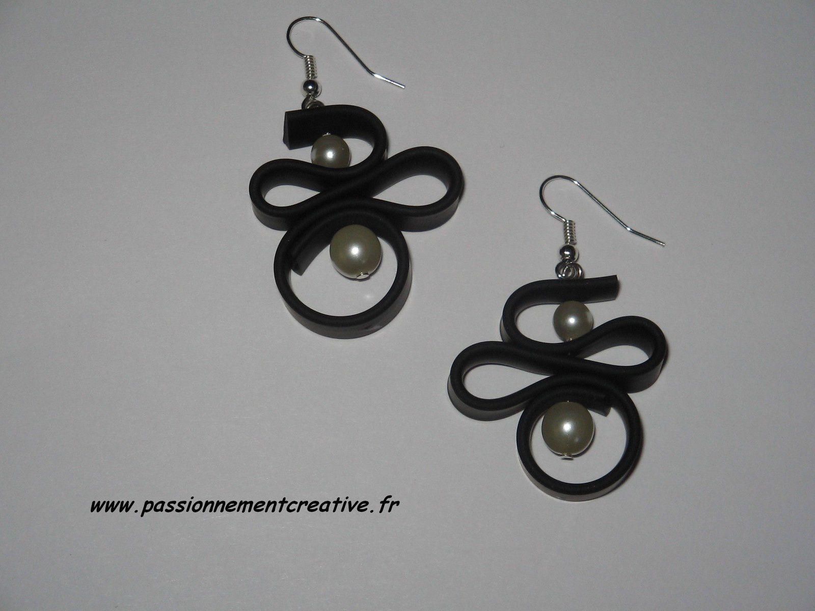 Boucles d'oreilles PVC noires